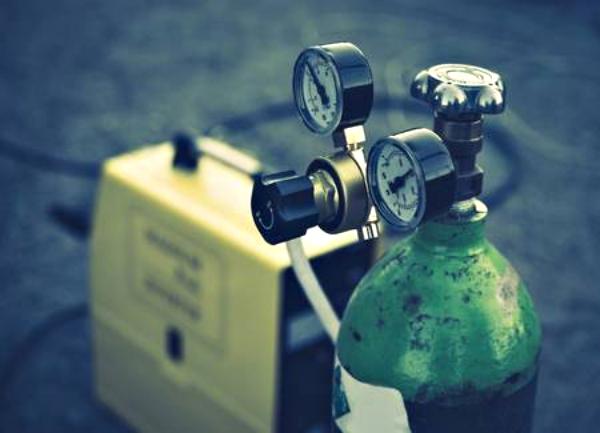 76631181-equipo-de-soldadura-tanque-de-cilindros-de-gas-de-acetileno-con-manómetros-de-manómetros-